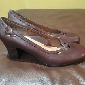 4d3637b67c1a2 strictly Comfort. Heels- Strictly Comfort brown leather